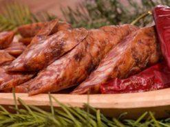 Cârnați de porc afumați de vânzare